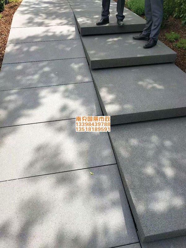 南充仿石材PC砖透水砖铺装现场1