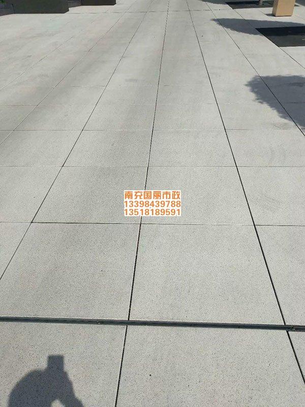 南充仿石材pc砖透水砖铺装现场2