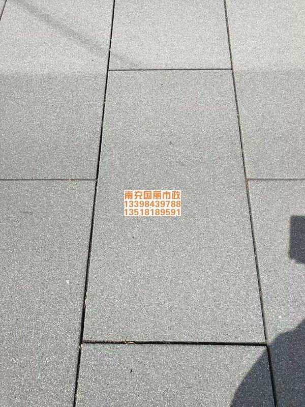 南充仿石材PC砖透水砖铺装现场4